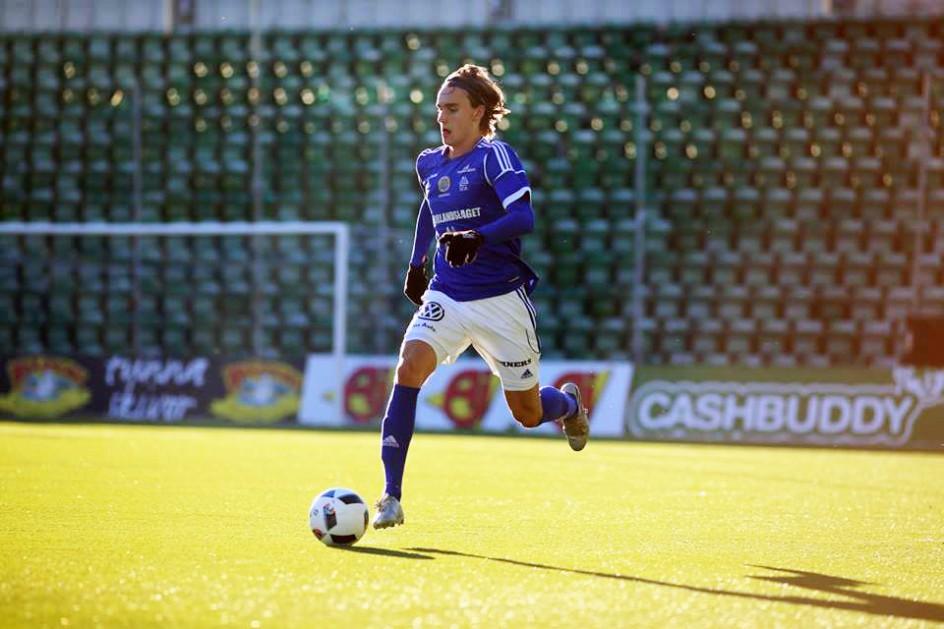 Backlöftet Linus Sahlin om fotbollen och A-lagskontraktet