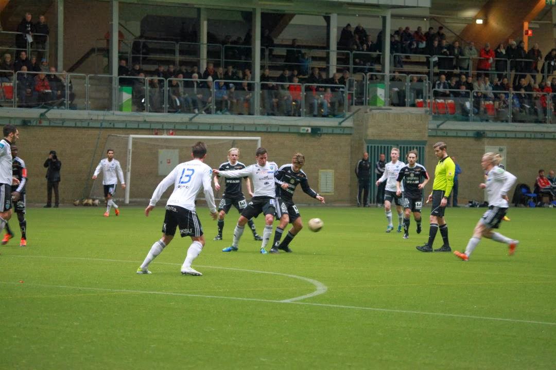 Match i Nordichallen med läktare i bakgrunden