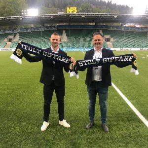 Tommy Naurin och Urban Hagblom med Stolt Giffare-halsdukar.