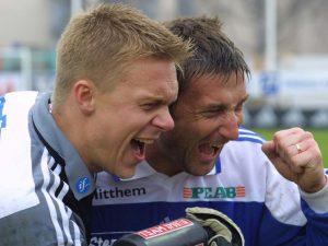 Fredrik Sundfors och Leif Forsberg jublar efter seger 2000
