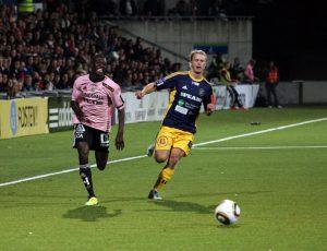 Pa Dibba i rosa matchtröja mot Ängelholm 2011