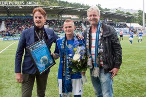 Ari Skúlason avtackas av GIF ordföranden Eric Bäcklund och Patronernas ordförande Mats Jonsson 2013.