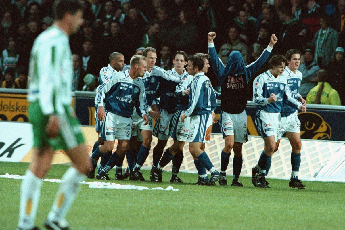 GIF Sundsvall jublar efter premiärseger mot Hammarby i Allsvenskan 2000