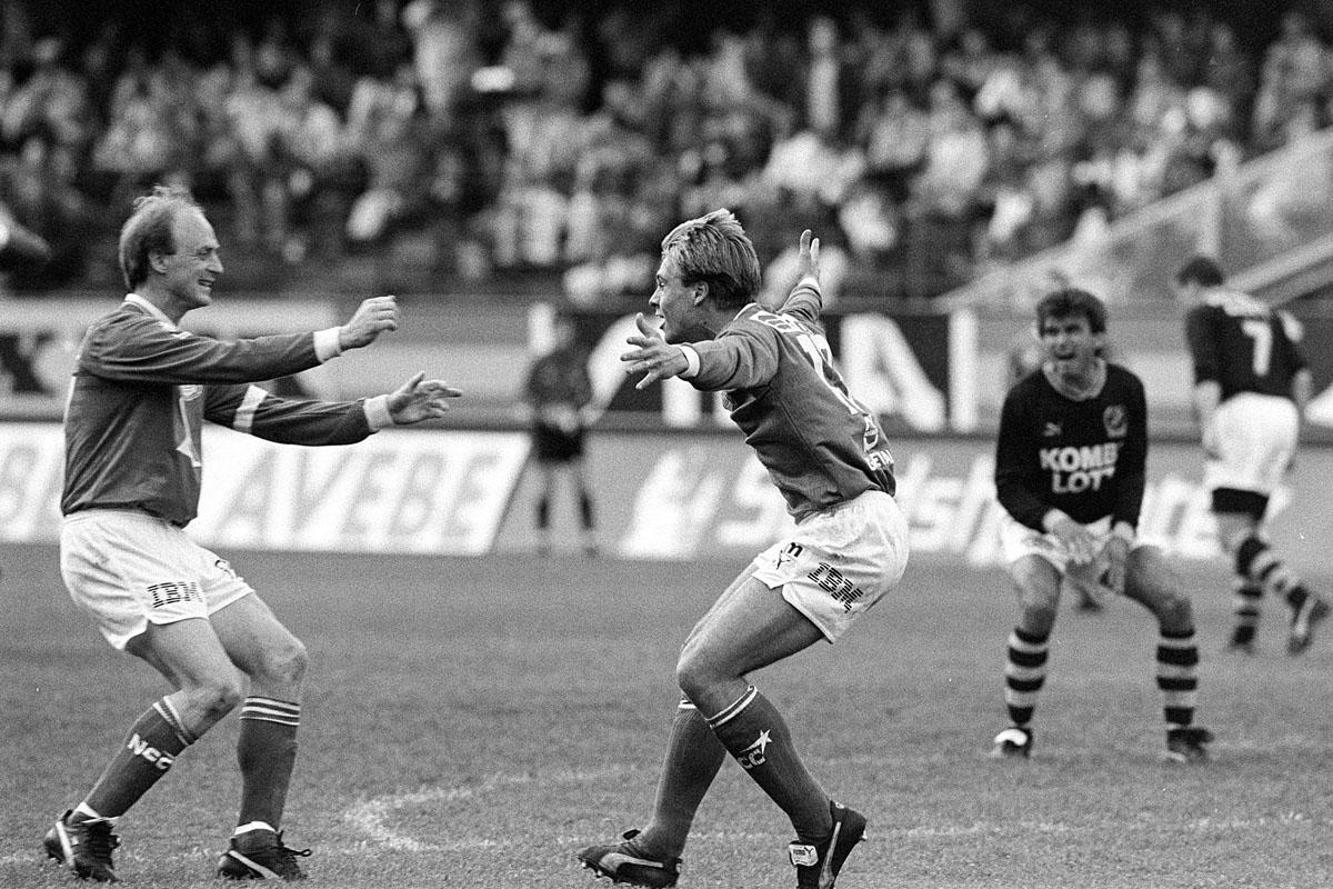 GIF Sundsvalls Gunnar Samuelsson och Magnus Wikström jublar efter mål mot AIK i Allsvenskan 1991