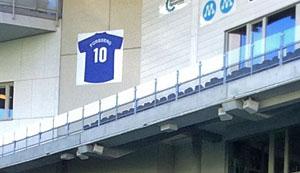 Foppas tröja nummer 10 på södra läktaren.