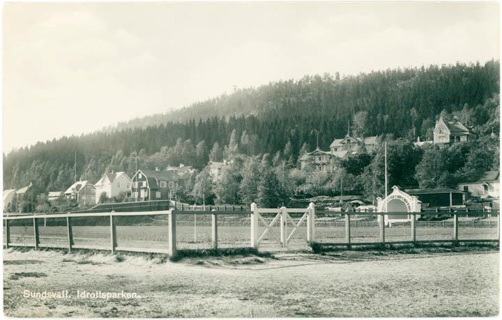 Tidig bild från Idrottsparken med musikpaviljongen