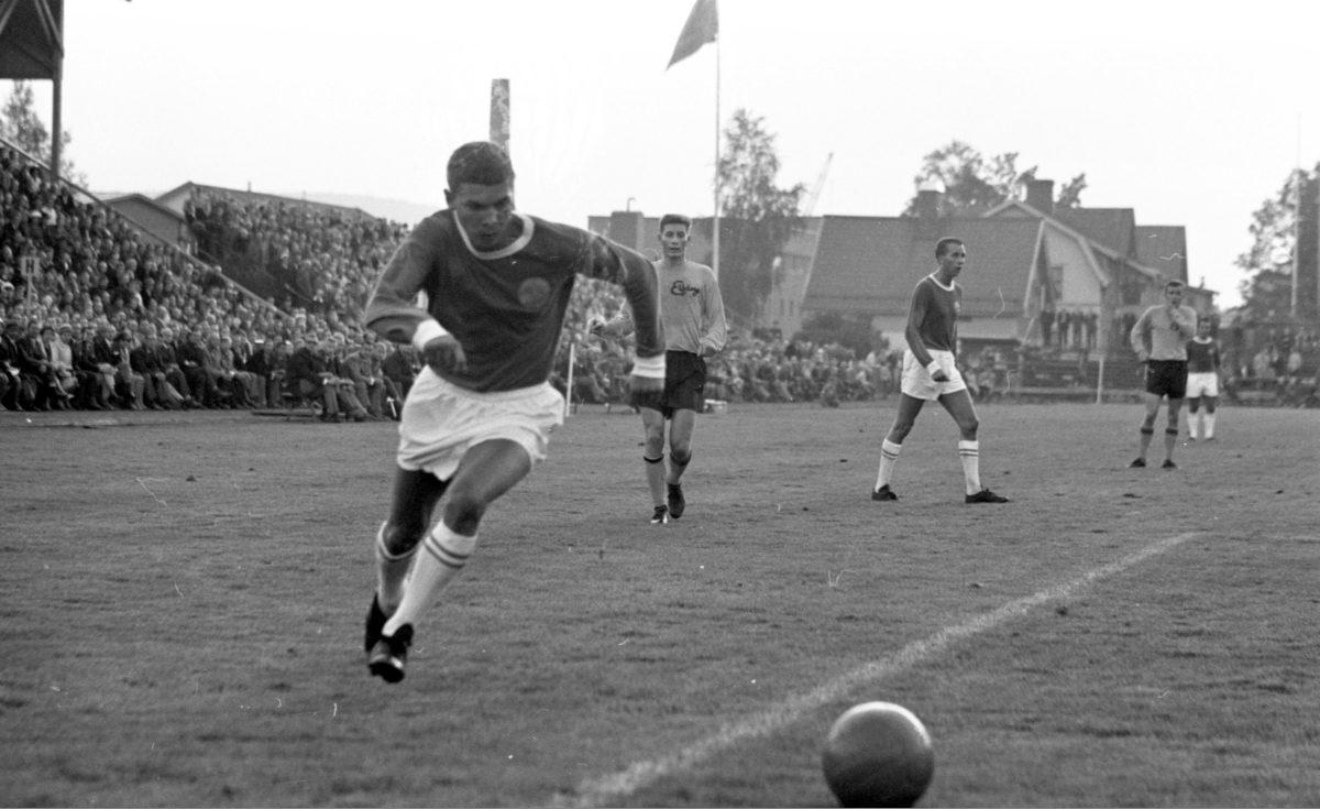 GIF Sundsvalls Kjell Eriksson mot Elfsborg i Allsvenskan 1965.