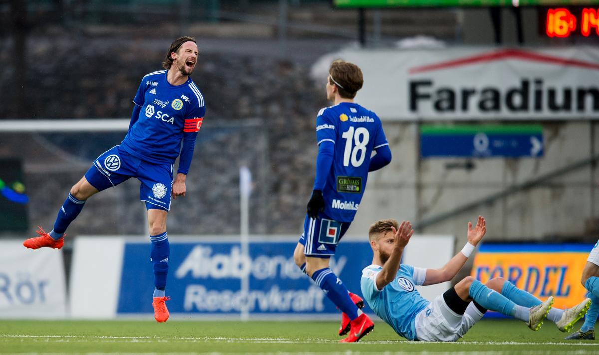 GIF Sundsvalls Linus Hallenius och Oliver Berg jublar efter seger mot Malmö 2019