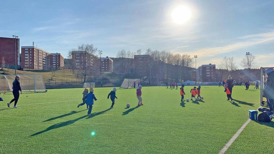 Vi söker ledare till vårt populära fotbollslekis