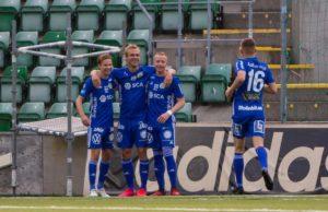 Johan Blomberg, Pontus Engblom och Tobias Eriksson firar mål